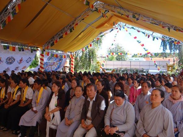 Cầu nguyện quốc thái dân an tại tổ đình Linh Quang