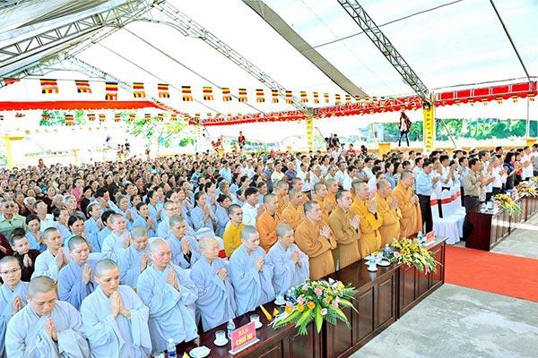 Đúc đại hồng chung chùa Bồng Hinh