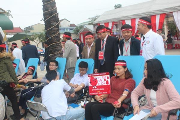 Ngày hội Giọt hồng blouse trắng tại Nghệ An